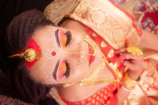 Every South Indian girl has fantasized about picturing herself in a bridal outfit. All decked up in a pattu saree, with the added beauty of traditional jewelry and yearning to get married to the love of her life. A South Indian marriage is all about traditional rituals and customs that have been religiously followed uniquely by different cultural groups in this diverse country. But one thing that makes each culture and every religious group come together is the bridal pattu saree. As much as weddings are about the tradition behind all the commotion of arranging an excellent grand ceremony, the sarees are the attraction on that auspicious day. A new range of wedding sarees is always a winner amongst the ladies. It is an exciting bonus if it is from a traditional store. The internet has created an opportunity to buy bridal sarees online. Pattu is a common word that is used locally as an alternative for silk. This material is known for its richness in texture and quality and is often woven with sides of pure gold and silver threads, making it all the more precious and elegant. These threads of gold and silver incorporated as borders across the two long ends of the sarees are known as the zaris. Pure zari is a bride's glory, and it is the embodiment of the bride's preciousness. Every bride chooses the best pattu saree with pure zari to adorn on her special day. New collections that do not adhere to the traditional designs and prints can seem trendy to the woman who is influenced by modern and western trends; it adds an extra glimmer and creativity to the numerous customs that South Indian marriages include. But the need to search for variations have come to an end with the new 'Vivaha' collection. It is an entirety of all the famous silk handlooms coming together to create designs old and new in their grandeur and excellence. The most renowned silk manufacturing regions in South India: Kanchipuram, Mysore and Bangalore, are proud and exclusive regarding their quality, t